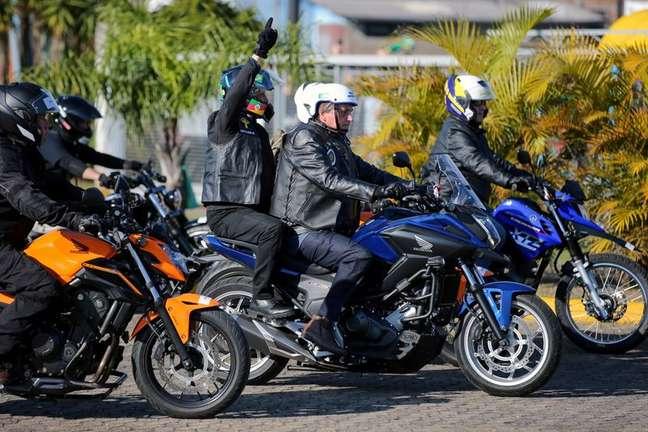 Presidente Jair Bolsonaro partcipa de passeio de motocicleta em Porto Alegre 10/07/2021 REUTERS/Diego Vara