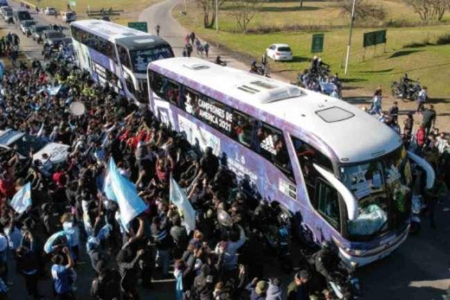Festa dos torcedores argentinos em Buenos Aires (Foto: JUAN MABROMATA / AFP)