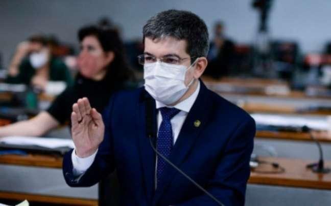 Senador Randolfe Rodrigues (Rede-AP) criticou o país ser aberto para Copa América em meio a risco de terceira onda da Covid-19 (Pedro França/Agência Senado)