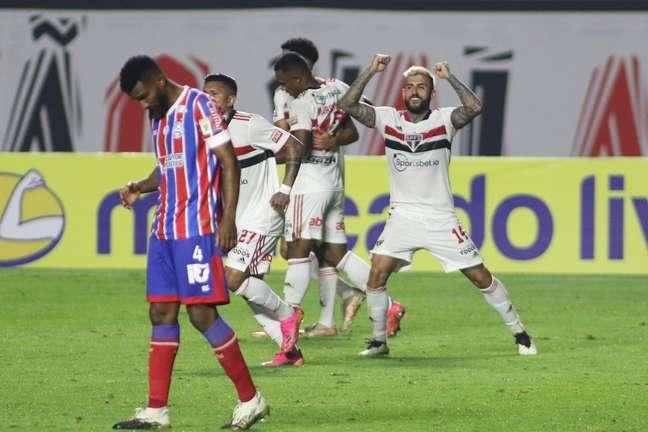 Com time misto, São Paulo vence o Bahia com gol no fim