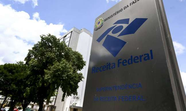 Receita Federal prevê ganho de arrecadação de R$ 6,15 bilhões com o impacto acumulado, de 2022 a 2024, do projeto de lei que altera o IR.
