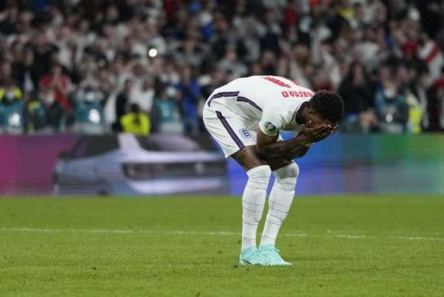 Rashford perdeu pênalti na final da Euro (Foto: FRANK AUGSTEIN / POOL / AFP)