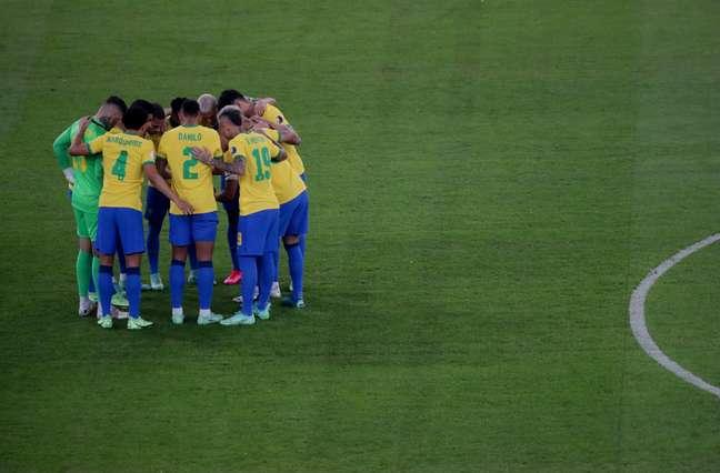 Jogadores da Seleção Brasileira conversam antes de decisão