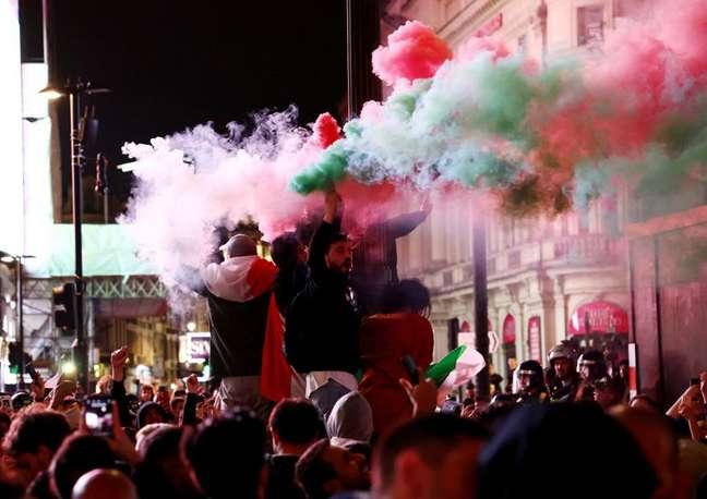 Torcedores da Itália celebram conquista da Eurocopa 2020 em Londres, Reino Unido 12/07/2021 REUTERS/Henry Nicholls