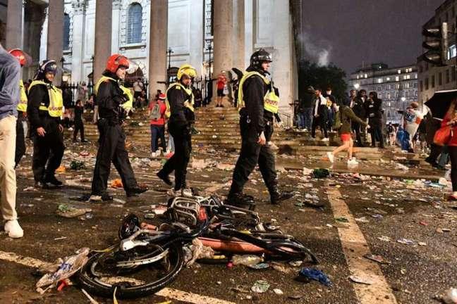 Caos em Wembley (Foto: AFP)