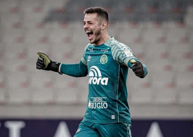 Jogador de 20 anos de idade estreou nessa temporada como profissional (André Moreira)