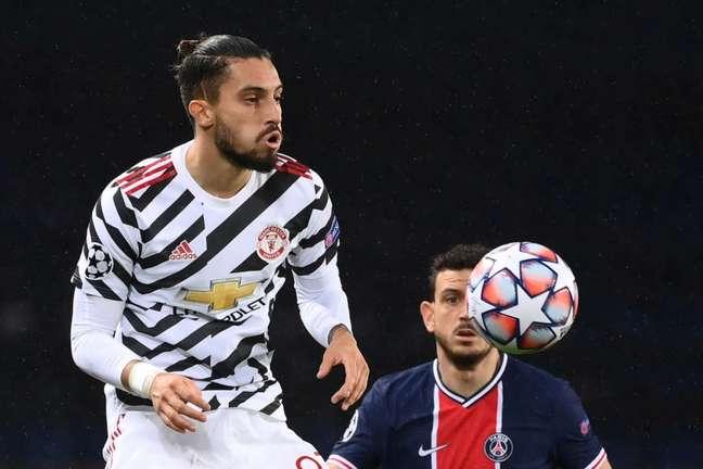 Alex Telles não teve muitos minutos no Manchester United (FRANCK FIFE / AFP)