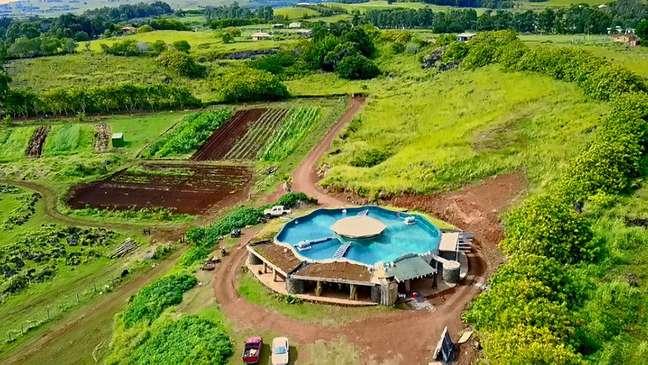 Escola é autossuficiente em energia, com painéis solares e coletores de água da chuva