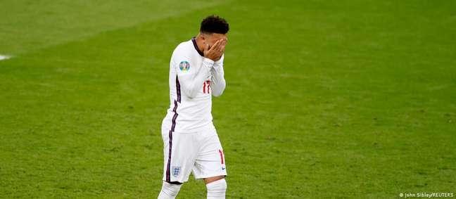 Jadon Sancho, de 21 anos, lamenta o pênalti perdido. Em todo torneio, ele atuou por apenas 96 minutos