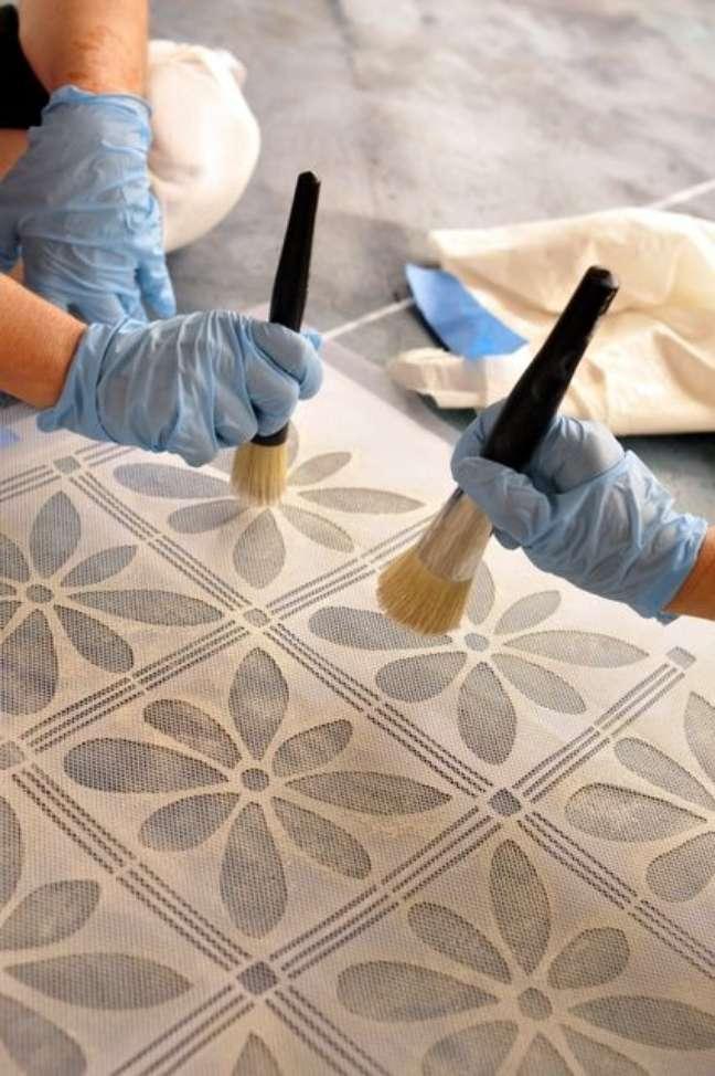 24. Piso pintado em tons de cinza – Foto Moroccan Maryam
