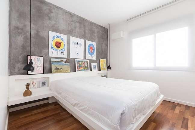 8. Quadros para decoração de quarto de casal com parede de cimento queimado – Foto: habitissimo