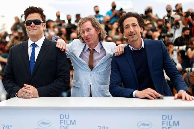 Diretor Wes Anderson e atores Benicio Del Toro e Adrien Brody posam em Cannes  13/7/2021    REUTERS/Johanna Geron