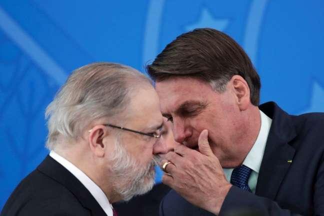 Procurador-geral da República, Augusto Aras, e presidente Jair Bolsonaro REUTERS/Ueslei Marcelino