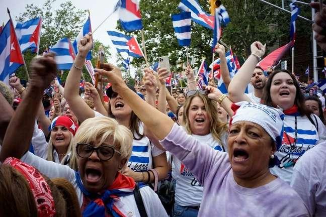 Cubanos exilados se manifestam em Nova Jersey após protestos em Cuba  13/7/2021   REUTERS/Eduardo Munoz