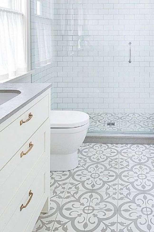37. Banheiro com piso pintado – Foto Fox Uoxie