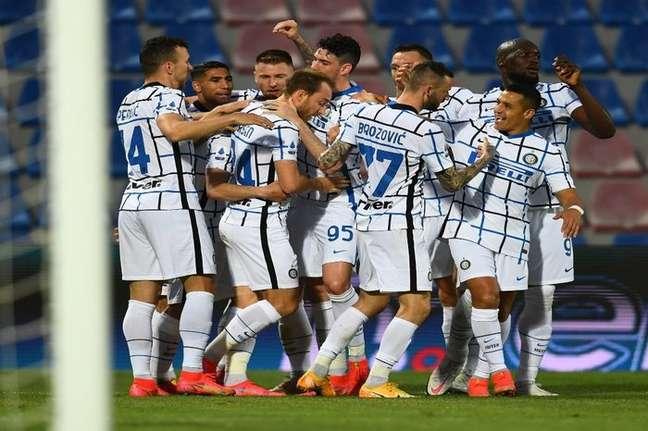Jogadores da Inter comemoram título italiano Divulgação Inter