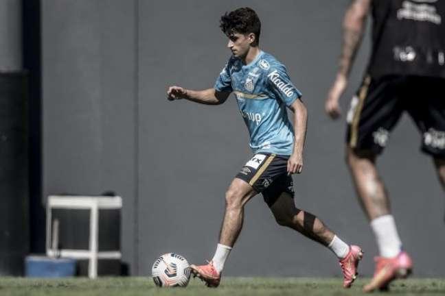 O meia Gabriel Pirani, que vestirá a camisa 10 na Sul-Americana, durante treino do Santos no CT Rei Pelé
