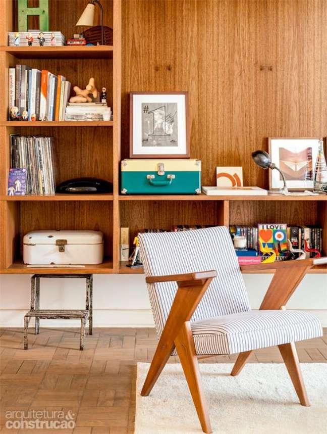 12. Enfeites para estante rack de madeira com discos de vinil – Foto Casa Abril
