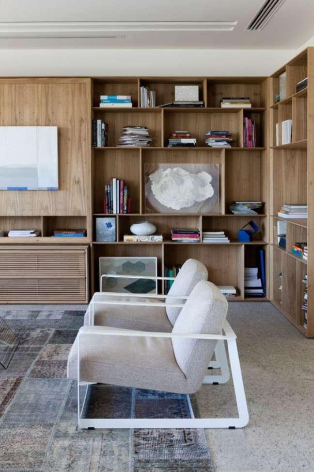 35. Enfeites para estante rack de madeira – Foto Design Milk