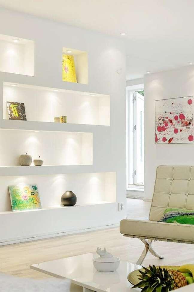 7. Sala clean com estante de gesso – Foto Pinterest