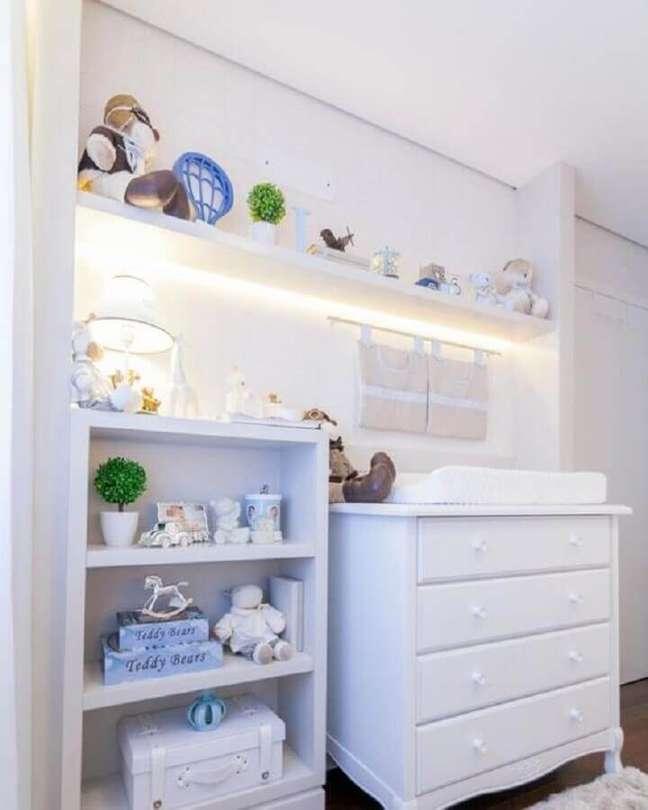 32. Decoração clean para quarto branco com cômoda para bebê com trocador – Foto: Pinterest