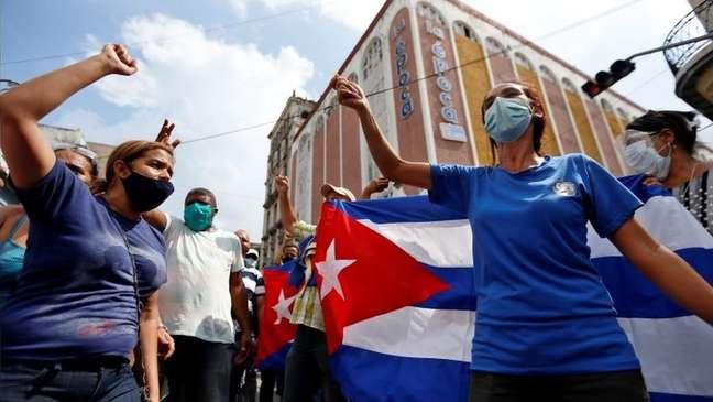 Centenas de cubanos também se manifestaram neste domingo a favor do governo, tanto em Havana como em algumas províncias