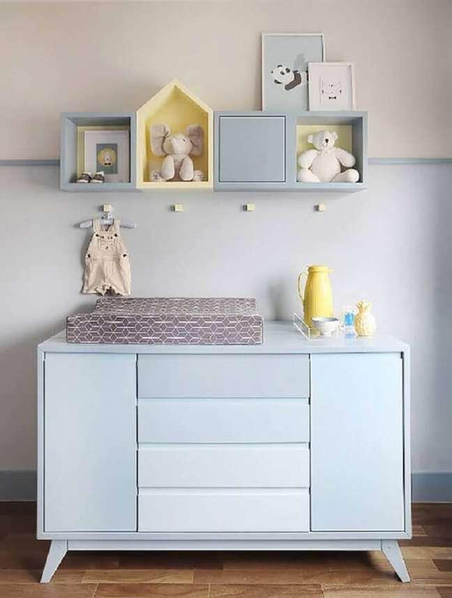 1. A cômoda para bebê com trocador é um dos melhores móveis para quarto de bebê – Foto: Constance Zahn
