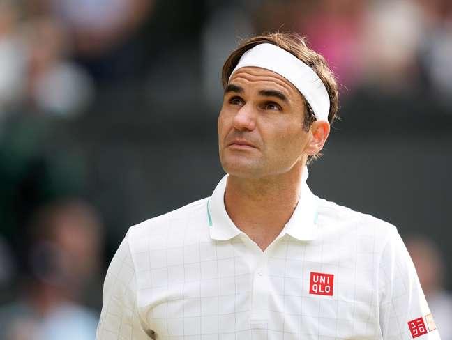 Federer durante a sua última participação em Wimbledon; três raquetes usadas por ele na edição de 2019 do Grand Slam foram leiloadas