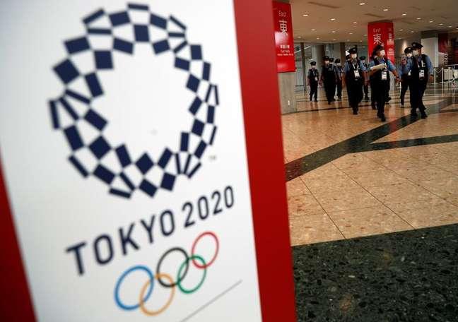 Policiais caminham em principal centro de imprensa dos Jogos Olímpicos Tóquio 2020 14/07/2021 REUTERS/Edgar Su