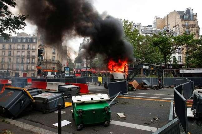 Protesto em Paris contra regras de passaporte médico da Covid -19 14/07/2021  REUTERS/Gonzalo Fuentes