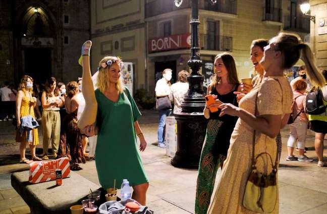 Turistas e moradores locais nas ruas de Barcelona  10/7/2021   REUTERS/Nacho Doce