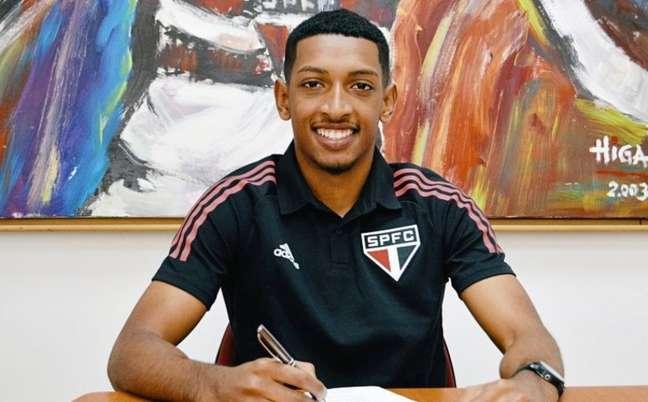 Talles renovou seu contrato com o São Paulo (Foto: Fellipe Lucena / saopaulofc)