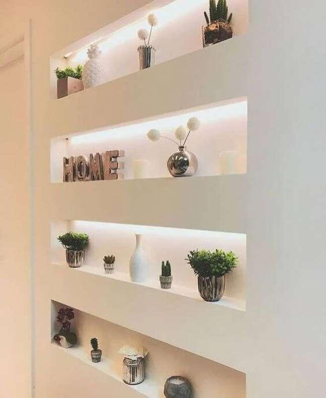 42. Estante de gesso iluminada para sala – Foto Pinterest