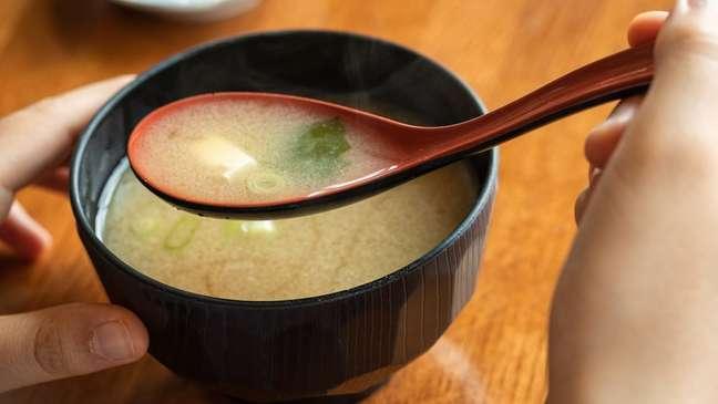 Sopa de missô tem vários nutrientes
