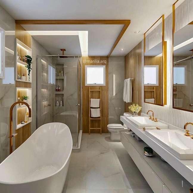 47. Detalhes em madeira para decoração de banheiro grande moderno com banheira de imersão – Foto: Pinterest