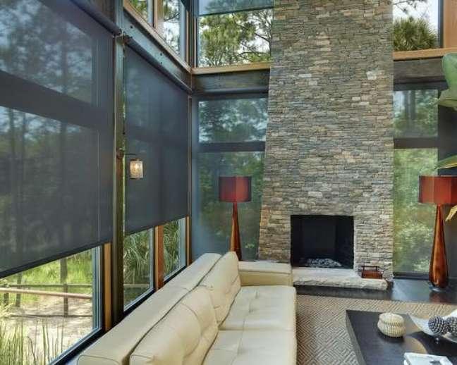 43. Persiana preta para sala de estar – Foto Pinterest