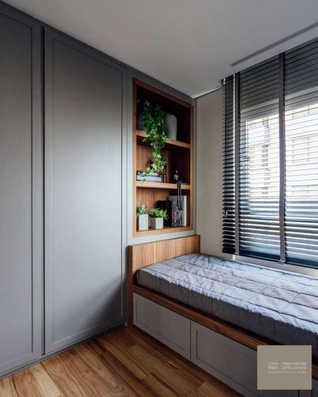 53. Quarto planejado com persiana preta na janela – Foto Joana e Manoela