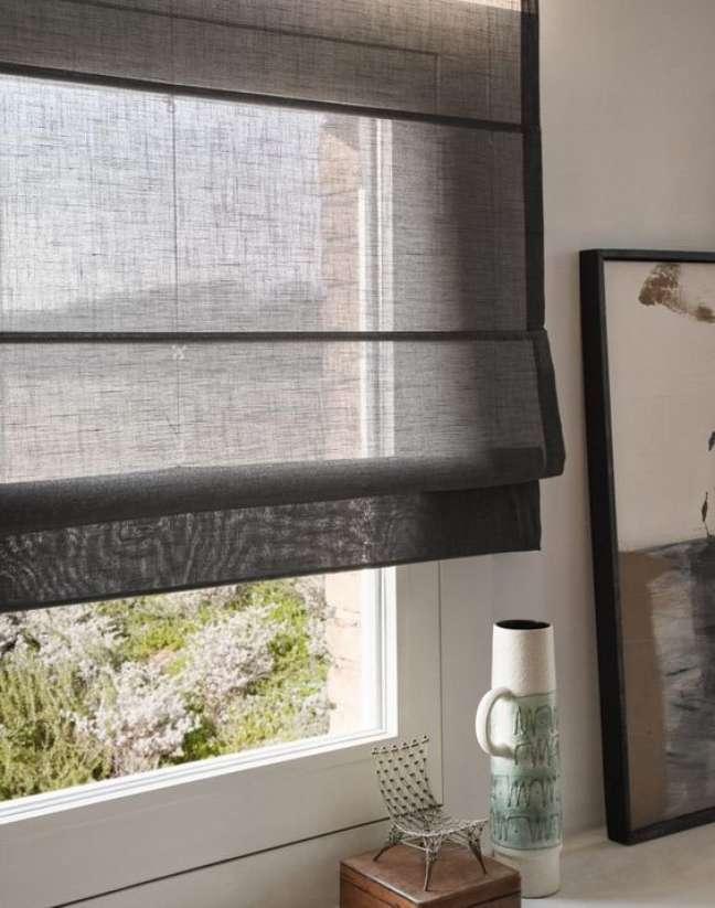 26. Cozinha moderna com persiana preta – Foto Roomed