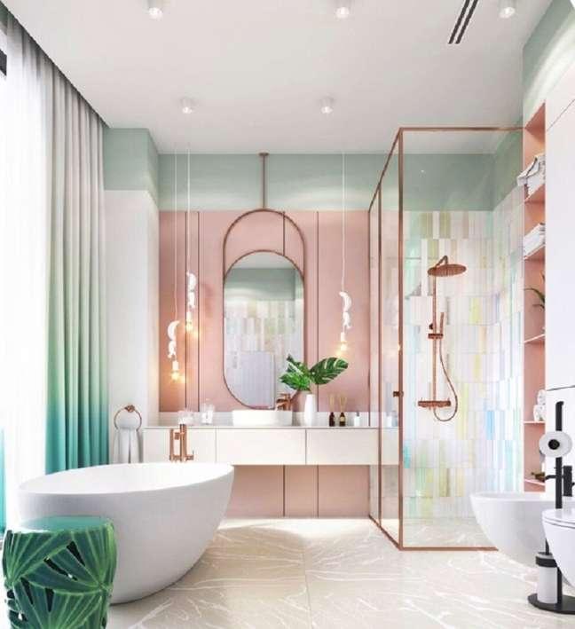3. Cores pastéis para decoração de banheiro grande com banheira – Foto: Pinterest