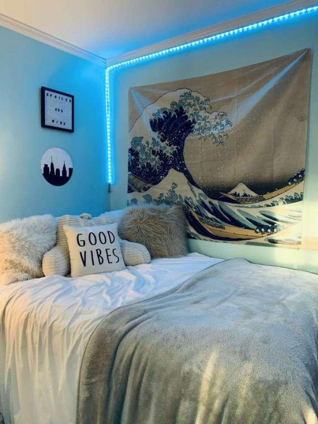 17. Luz neon azul no quarto decorado – Foto Pinerest