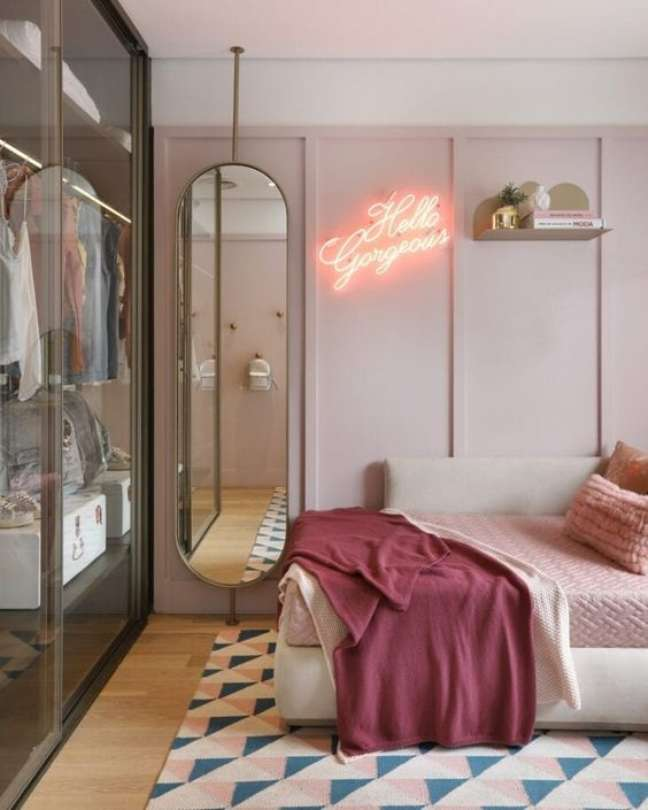 25. Quarto com luz neon feminina – Foto Pinterest