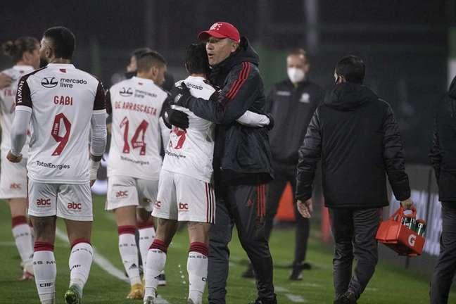 Renato Gaúcho comemora gol com Michael (Foto: Alexandre Vidal/Flamengo)