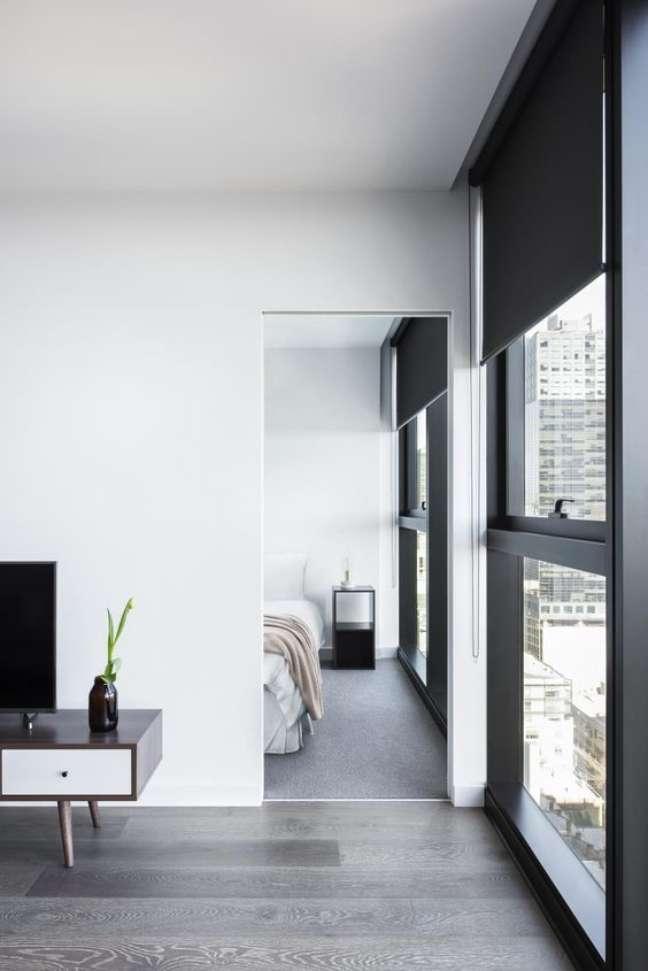 22. Casa iluminada com persiana preta – Foto Lovelight