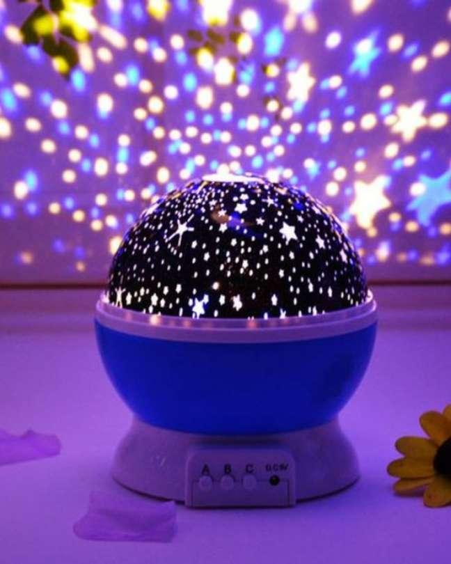 16. Luminária com luz neon em formato de estrelas – Foto Fashion Bubbles