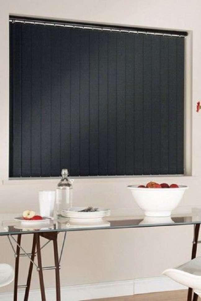 46. Persiana preta para sala de jantar moderna – Foto Mullar Key Furniture