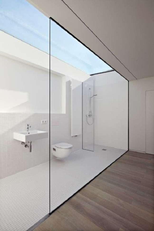 43. Decoração minimalista para banheiro grande moderno – Foto: Archzine