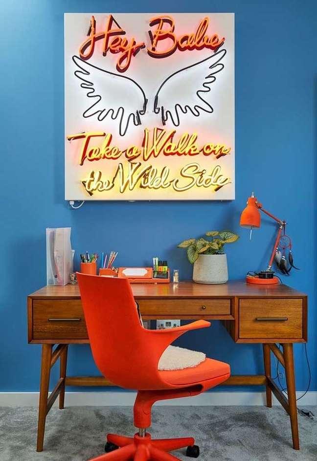 67. Escritório decorado com luz neon – Foto Pinterest