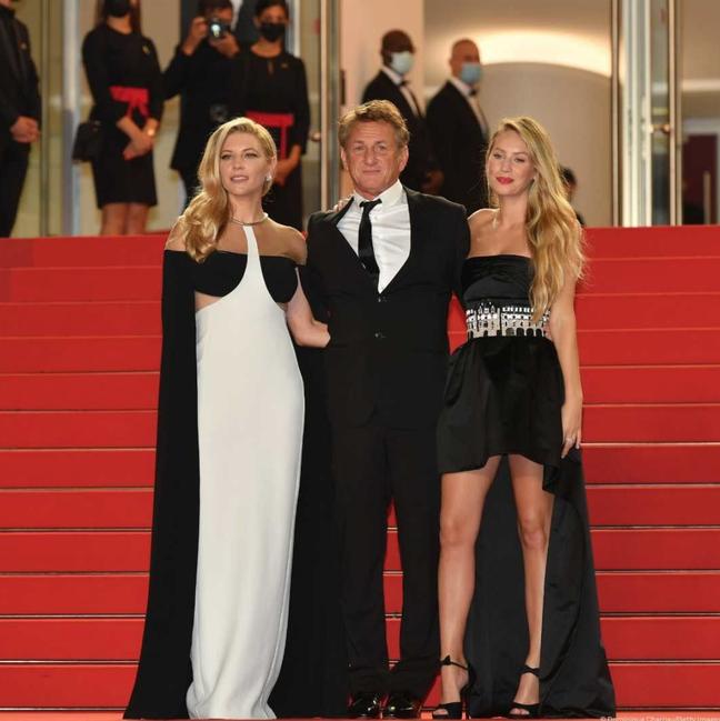 """Katheryn Winnick, Sean Penn e Dylan Penn na pré-estreia de """"Flag Day"""" em Cannes 2021"""