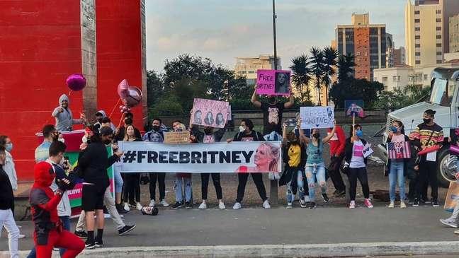 Cerca de 30 fãs foram à avenida Paulista em julho exigir a liberdade de Britney