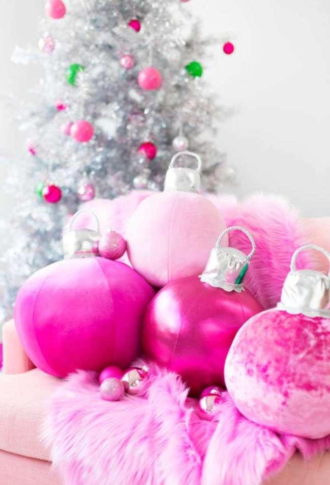 67. Festa de natal decorada com almofadas divertidas – Foto Pinterest